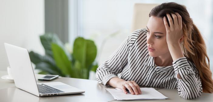Körpersprache: Schlaff vorm Bildschirm hängen – das ist Desinteresse pur