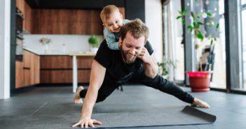 Sport zu Hause: Babys sind tolle Hanteln